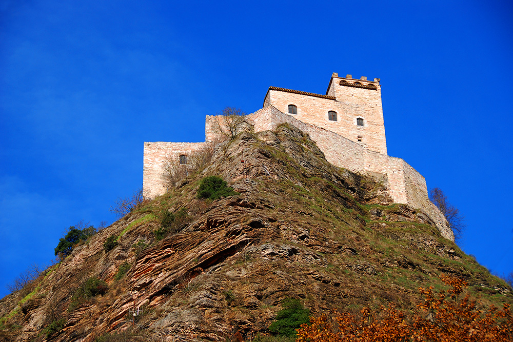 Rocca Varano, near Camerino: the castle dominates the road when driving to the Sibillini