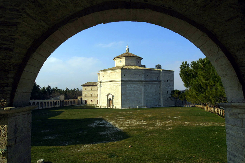 the Sanctuary of Macereto, a well-preserved jewel of the Sibillini mountains